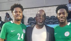 Arsenal's Chuba Akpom and Chelsea's Ola Aina pose with NFF President, Amaju Pinnick in London