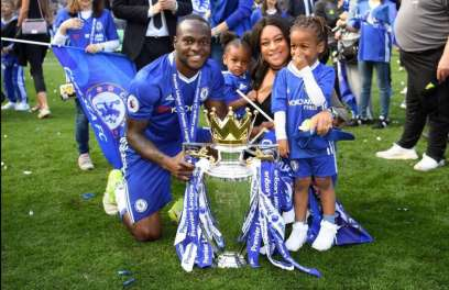 Victor-Moses-with-his-wife-and-kids