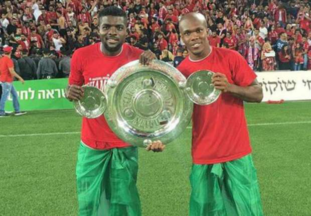 Ogu and Nwakaeme pose with league trophy